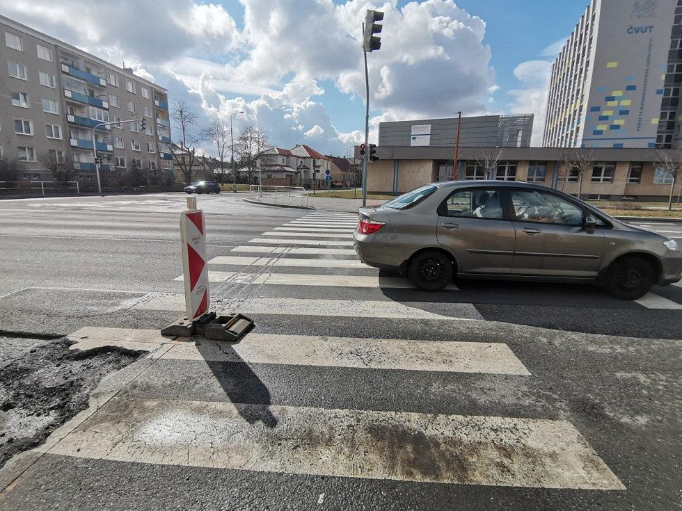 Práce na silnicích v Kladně na Sítné.