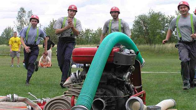 Družstvo hasičů soutěž vyhrálo.