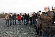 Poklepání na základní kámen přeložky silnice I/16 Slaný - Velvary. Slavnost akt za přítomnosti ministra dopravy Dana Ťoka se uskutečnil. 11. prosince 2017 v 11 hodin.