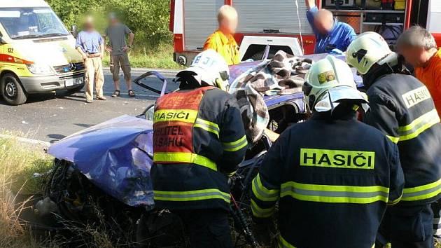 Dopravní nehoda tří vozidel na silnici Mšec - Slaný v pátek po 17 hodině. Jedno zranění smrtelné, druhé velmi vážné, třetí lehké.