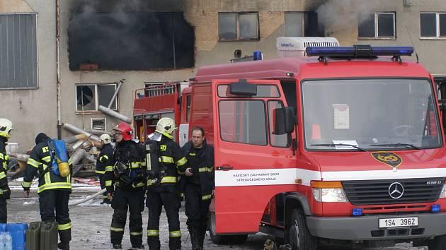 Na místě zasahovalo jedenáct jednotek hasičů.