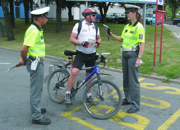 PREVENTIVNÍ AKCI zaměřenou na cyklisty provedli policisté v ulicích Kladna. Muž zastavený u areálu Sletiště kontrolou prošel na jedničku. Své kolo měl  v pořádku a žádný alkohol nenadýchal.