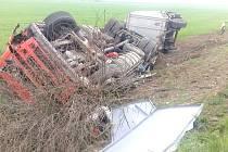 DN na R7 u Brandýsku. Převrácený kamion