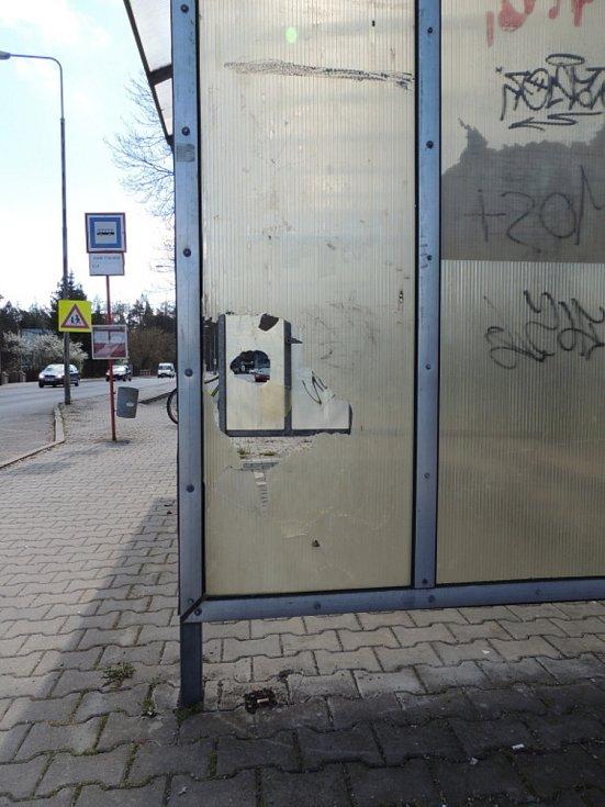 Autobusová zastávka v Kladně u zimního stadionu.