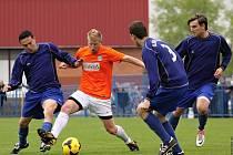 Slaný - Velvary 6:2. Tady na sebe narazili dva opravdoví Hráči - vlevo Marek Mucha a v oranžovém domácí Josef Galbavý.