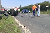 Záchranná služba musela na místě nehody ošetřit pět zraněných osob.
