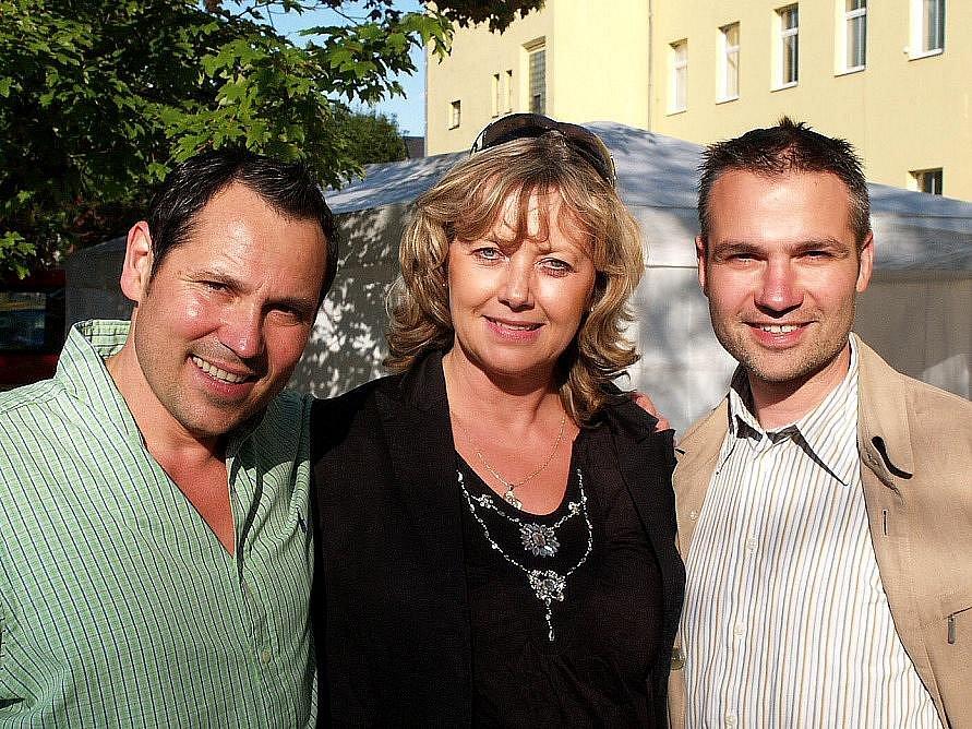 Jaroslava Vrňáková stvrzovala i svazek zpěváka Pavla Vítka a Janise Sidovského.