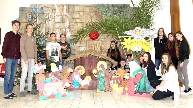 Parádní betlém dali dohromady žáci Sportovního gymnázia na Sítné.
