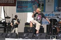 Ve čtvrtek dopoledne odstartoval Rock na valníku ve Slaném skupina R.Z.M.