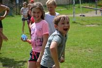 Tábor pro děti v Kačici pořádá místostarostka Daniela Veselská s dalšími vedoucími.