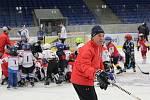 Pojď hrát hokej v Kladně, akce Rytířů pro nejmenší adepty hokeje se zúčastnily i kladenské hvězdy minulosti i současnosti Ondřej Pavelec, Jan Neliba, Radek Gardoň (na snímku) nebo Petr Vampola.