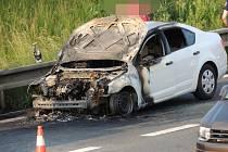 Požár auta Vězeňské služby ČR na dálnici D6 u Malého Přítočna.
