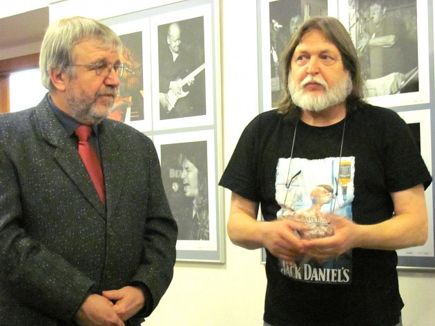 Fotograf Jiří Michl (vpravo) a ředitel kladenského muzea Zdeněk Kuchyňka.