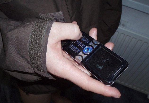 Poctivý nálezce majitele mobilu vždy potěší. Za poslední dny se ve Slaném našli hned dva takoví.