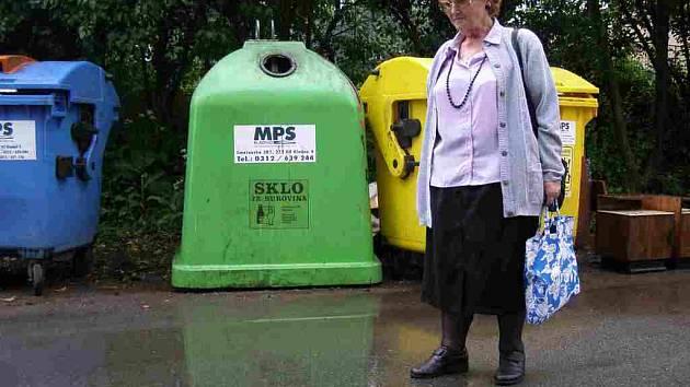 Ladislava Tobiášová bere třídění odpadu jako svou povinnost, proto už roky bojuje za nápravu situace v Herbenově ulici.