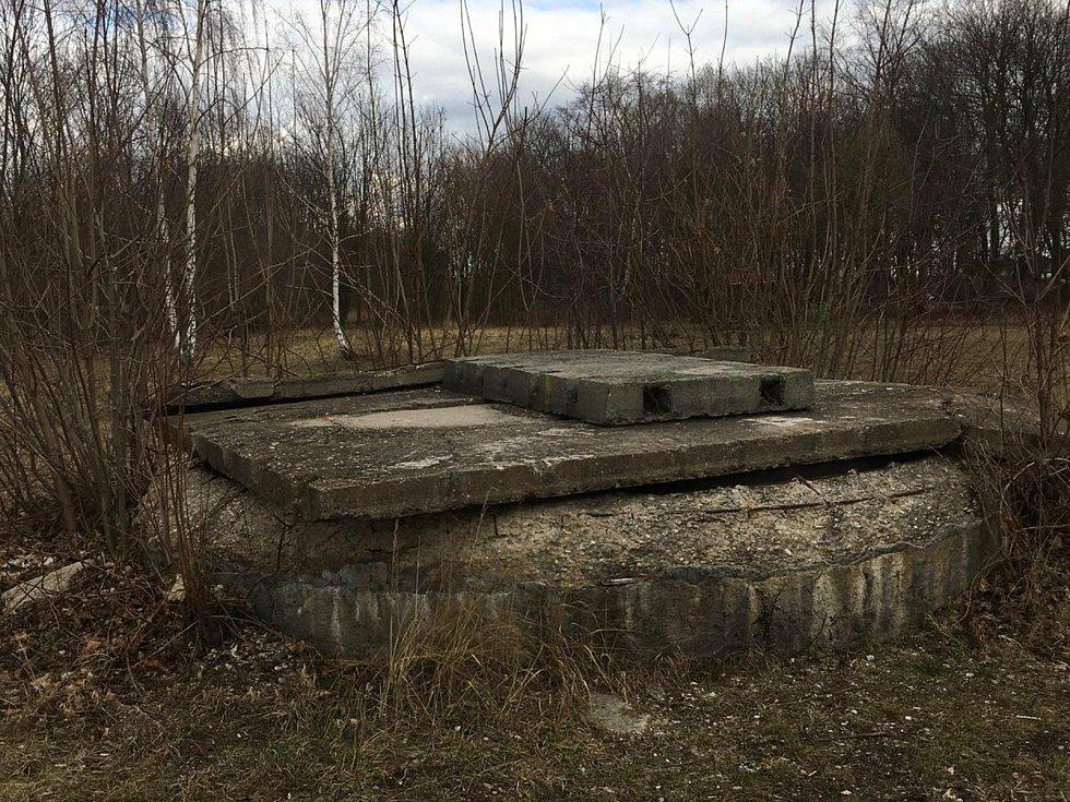 Původní místo - nevzhledná betonová šachta.