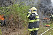 Požár pneu v bývalé Poldovce