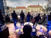 Slánské vánoční zpívání přivedlo na Masarykovo náměstí tisíce lidí.