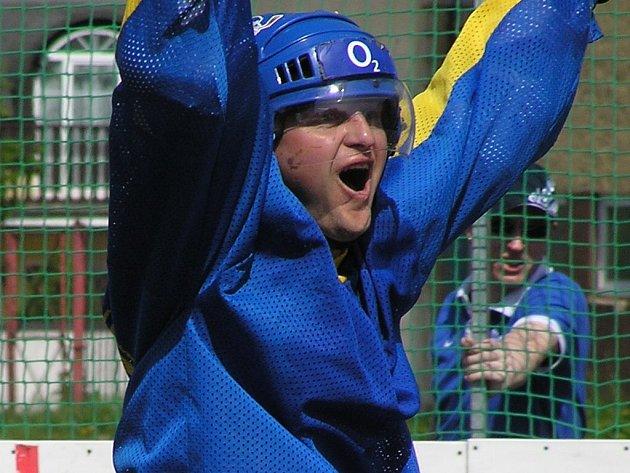 Pavel Patera loni pomohl Unhošti k triumfu v oblastní lize. Letos mu k obajobě pomáhá také další hokejista - František Kaberle.