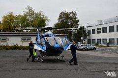 Pro vážně popáleného dělníka letěl do Kladna vrtulník.