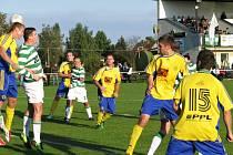 V souboji týmů vyznávajících zelenobílé barvy musela domácí Hostouň zvolit žlutomodrou kombinaci dresů. Ale porazila Lhotu 2:1.