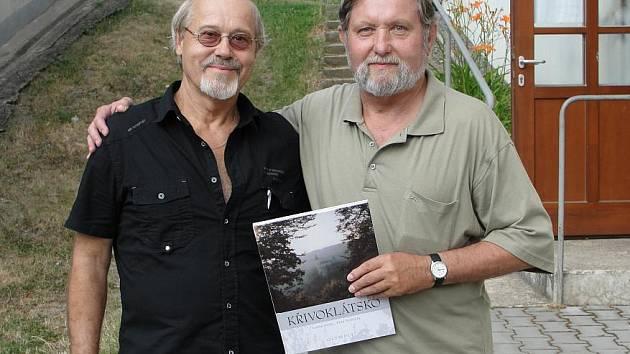 Autorská dvojice Petr Petříček (vlevo) a Luděk Švorc pokřtí v prosinci svou další knihu Na vlnách netu.
