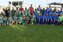 Přípravka SK Kladno (v modrém) na Hannapiho stadionu společně s Rapidem Vídeň