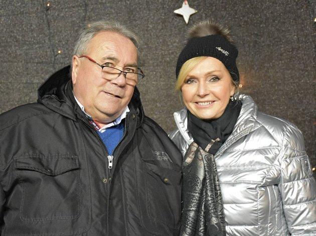 O slavnostní rozsvícení vánočního stromu se postarala zpěvačka Helena Vondráčková.