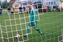 Po několika odrazech a zmatku před brankou hostí Přemek Bouška v naprosté pohodě uklízí míč do opuštěné branky Lidic. Tomu všemu ale předcházela chyba hostující obrany, která nedokázala uklidit míč do bezpečí.