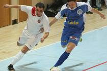 Kladenští futsalisaté si vedou ve 2. lize výborně, Čechii deklasovali 9:0. Tomáš Abrhám (vpravo) připravil dvě úvodní trefy, ty rozhodly.