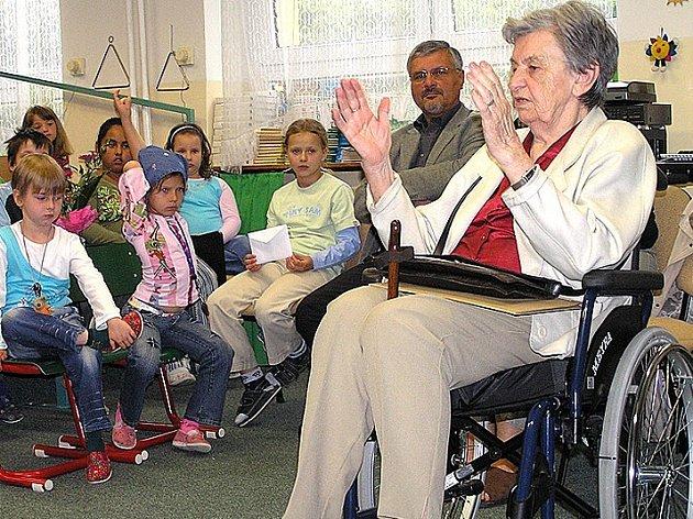Jaroslava Skleničková byla mile překvapena zájmem a množstvím otázek, které jí děti kladly.
