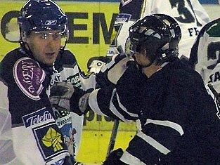 Zdeněk Nedvěd (vlevo) se uvedl proti Liberci hned hezkou brankou.