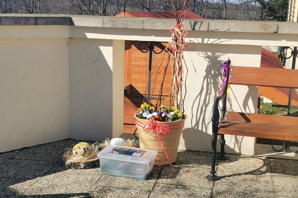 Velikonoční výzdoba v zahradě Kladenského zámku.