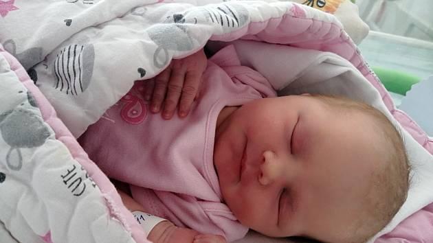 Julie Korfová se narodila 19. srpna 2020 v 15:11 v mělnické porodnici, měřila 48 cm a vážila  3310 g. S rodiči Pavlou a Lukášem je doma v Kvíci u Slaného.