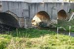 Historické snímky sazenského mostu a snímky z loňské rekonstrukce.
