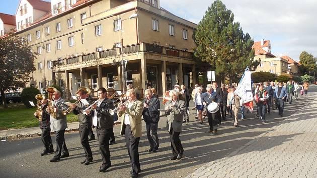V neděli dopoledne vyšel ve Stochově slavnostní průvod k památnému dubu svatého Václava.