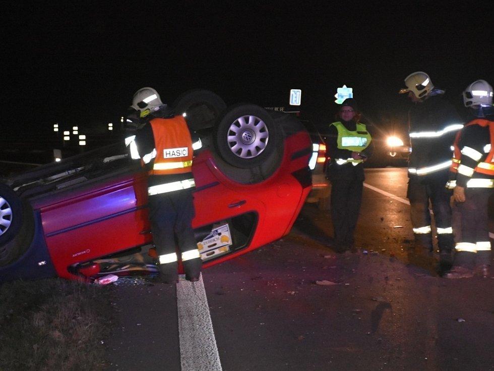 Pondělní večerní nehoda dvou osobních vozidel u Slaného