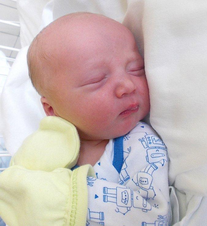 MIKULÁŠ KLEIN, RYNHOLEC. Narodil se 26.června 2017. Váha 3,1 kg, výška 49 cm. Rodiče jsou Michaela Kleinová a Martin Klein (porodnice Kladno).