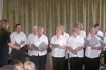 Nácvik na koledy - sbor unhošťských seniorů