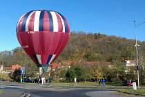 Svátečním letům balonů letos počasí přeje.
