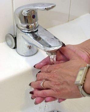 voda zkohoutku nemusí sloužit jen kmytí rukou.