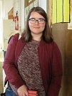 Úderem 14.hodiny zaplnily volební místnosti  č. 4 a č. 5 ve Slaném v 2. ZŠ Slaný Komenského náměstí nedočkavými voliči.  Mezi nimi byla i devatenáctiletá Lucie Janovská, která šla k volbám poprvé.