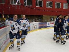 Kladno vyřadilo Prostějov a užilo si děkovačku na jeho ledě.