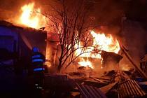Hasiči zápolili s ohněm v Srbech.