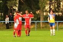 Velké derby I. B třídy: Braškov (v červeném) zachránil remízu 1:1 v duelu s Unhoští