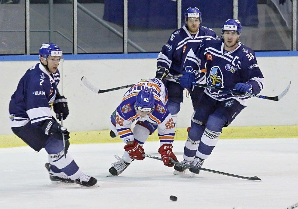 Litoměřice opět nachytaly Kladno, vyhrály 3:1. S Nedvídkem (v bílém) bojují zleva Ptáček, Rudovský a Skuhravý.
