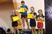Nejlepší mladší žačky úspěšného víkendu. Zleva jsou Rozálie Toužimská, Tereza Makarová, Lucie Sýkorová (Plzeň) a Anna Voráčová.