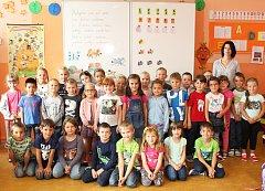 Žáci 1. A z 8. ZŠ Kladno s třídní učitelkou Lenkou Pavlíkovou.
