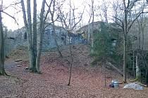 Zřícenina hradu Jenčov u obce Běleč.