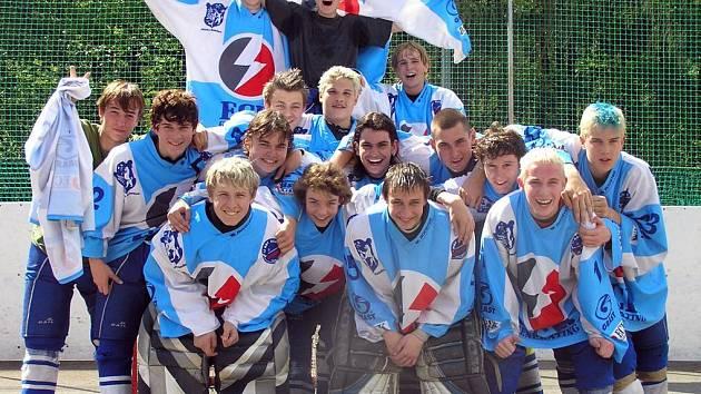 Mladší dorost KEBu Kladno se stal vítězem hokejbalové II. národní ligy-střed
